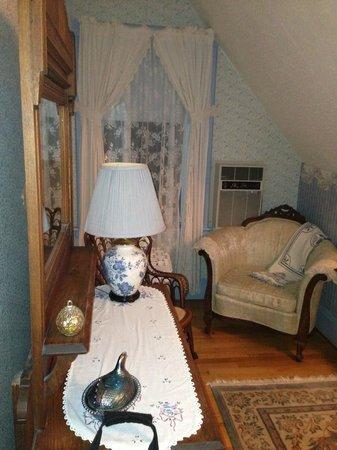 Elmwood Heritage Inn: Nurses suite sitting area