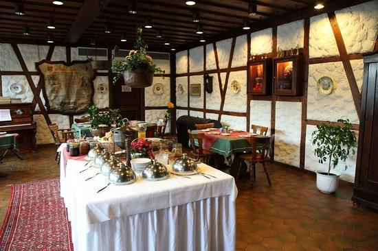 Hotel zum Weyssen Roessle: Breakfast area