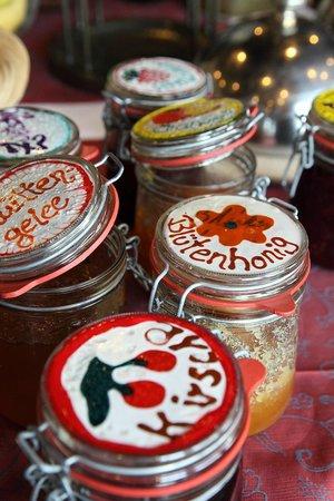 Hotel zum weyßen Rößle: Homemade jam