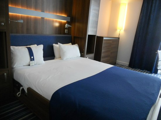Holiday Inn Express Marseille-Saint Charles: ベッド