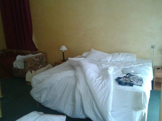 Hotel de Grignan : Foto della camera... diversa da quelle sul sito, vero?
