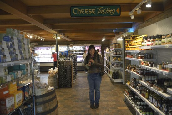 Allansford Cheese World and Museum: Cheese tasting area