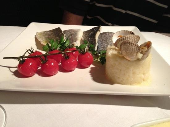 De Stove : fish with risotto and roasted tomatoes
