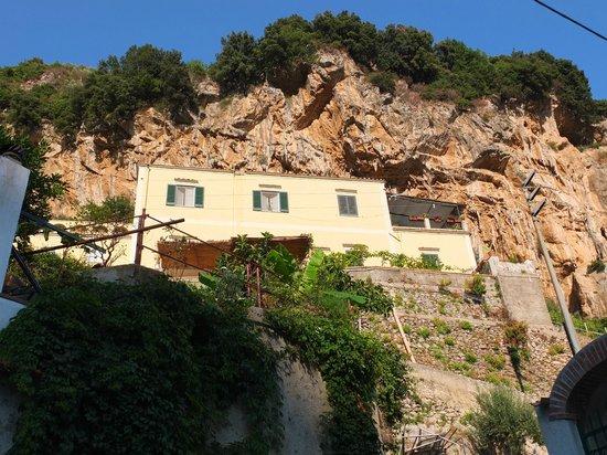 Torre dello Ziro : Vue du chemin qui descend vers Amalfi