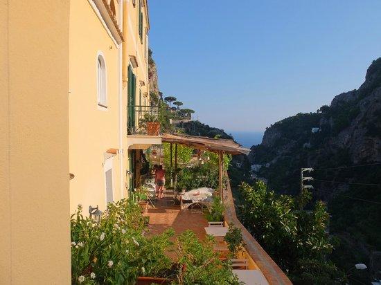 Torre dello Ziro : Terrasse et vue sur la mer