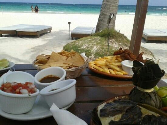 Ana y Jose Beach Club: comida