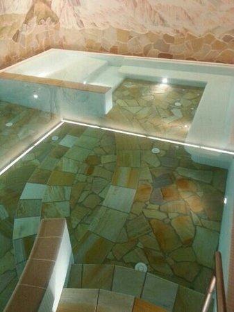 Wellness Hotel Lupo Bianco: piscina con idromassaggi
