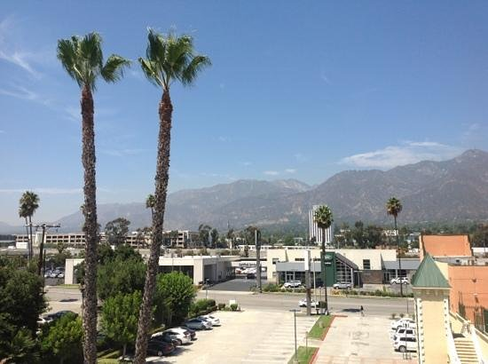 Holiday Inn Express Hotel & Suites Pasadena Colorado Blvd.: the view from my room