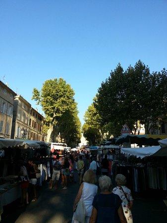 Maison Du Midi: Lorgues market day