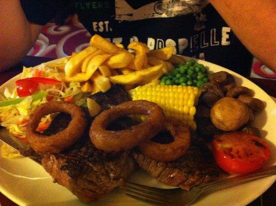 Wellington Inn: 16oz steak meal