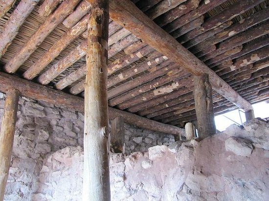Tuzigoot National Monument : Recreated traditional roof