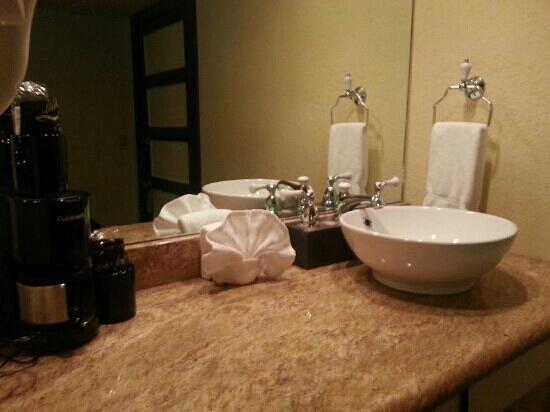 1905 Basin Park Hotel: cool vanity