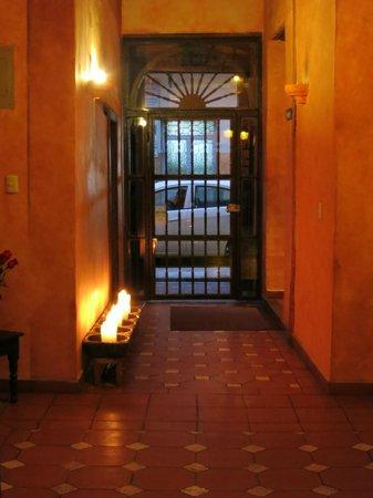 Hotel Casa del Aguila: Entrance