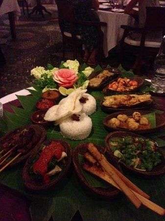 Tamukami Hotel: A picture of the best balinese ristjaffel from Alice's restaurant