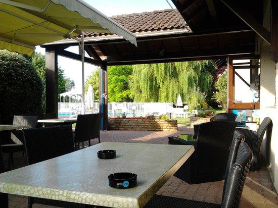 Comfort Hotel Beaune : petit dejeuner en terrasse
