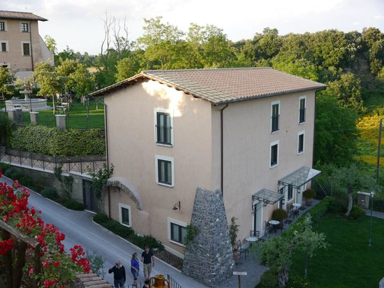 Relais Castrum Boccea : Block of apartments