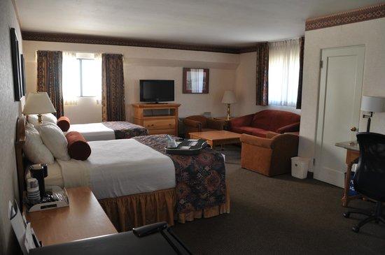Best Western Plus Frontier Motel: Camera con due queen più letto a scomparsa (nel muro)