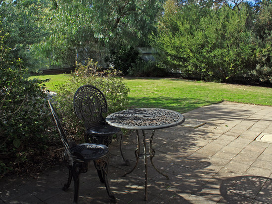 Greenock's Old Telegraph Station: Relax in the rear garden