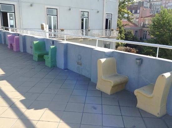 Lisb'on Hostel: they have a huge terrasse