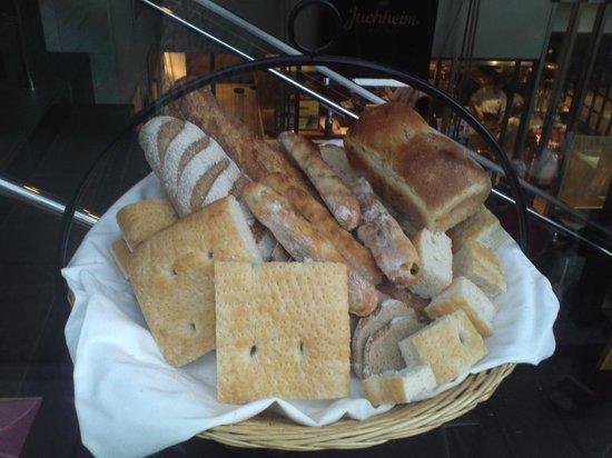 Yuhaimusendagayaten: できたてのパン