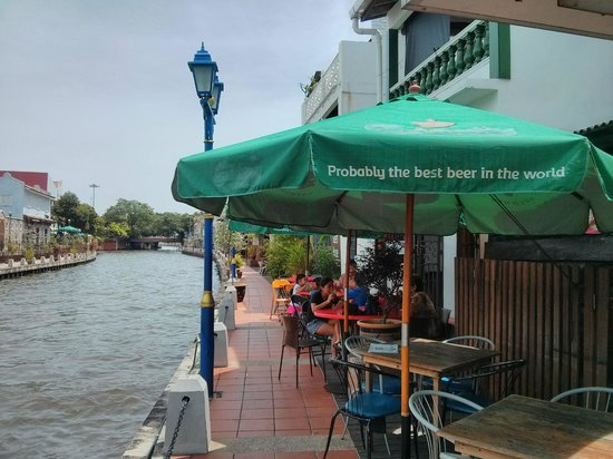 Riverine Coffeehouse: Dining by the Malacca River