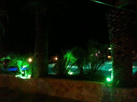 Villaggio Santo Stefano: Piscina di sera