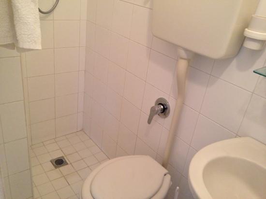 Hotel Gigliola : il gigantesco bagno...