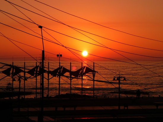 Uma Jaqi Surf Hostal: Sunset - amazing view from the terrace of the hostel