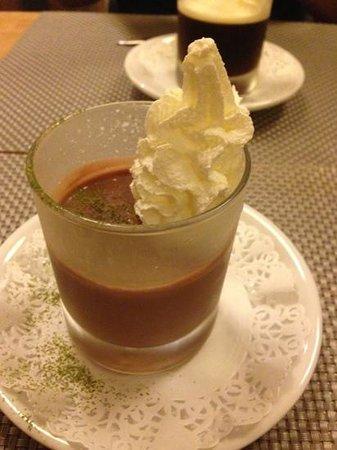 Yuzu Sushi Bar: Entremet au chocolat et thé .
