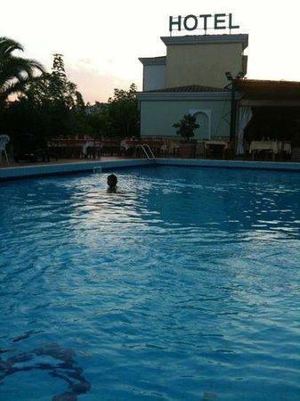 L'Ulivo Hotel: la sera in piscina