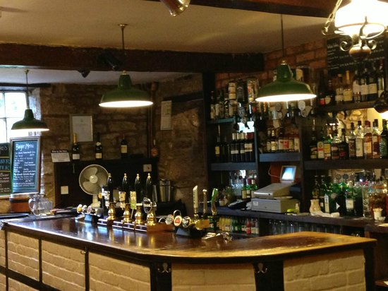 The Hostelrie at Goodrich: Well stocked bar