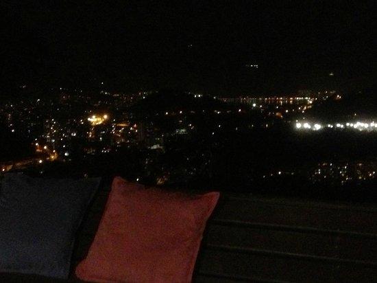 Altos de Santa Teresa : el panorama de noche