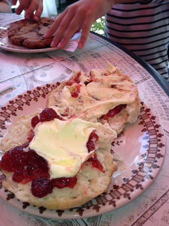 St James Tearoom: Scone with jam and cream