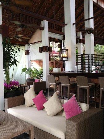 Belmond Napasai : Bar près de la réception