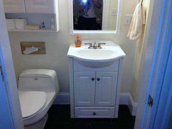 La Cappella Suites: bathroom in need of update
