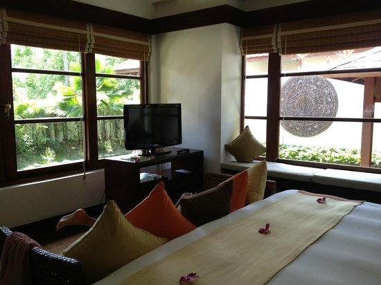 Belmond Napasai: Chambre d'une garden pool suite, vue sur petit jardin privatif et piscine