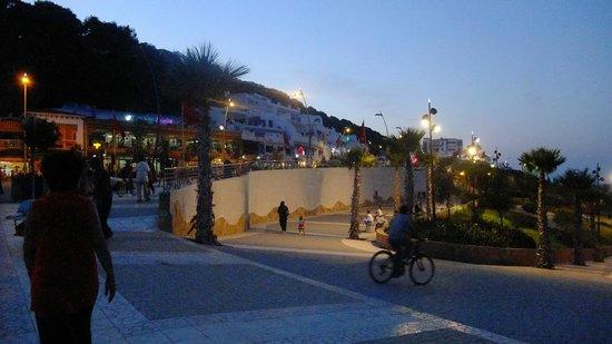 Villa Marine: Petit centre-ville de Ksar Sghir
