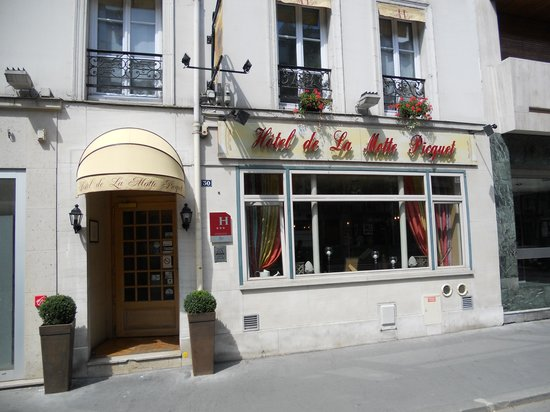 Hotel Motte Picquet: Front of hotel