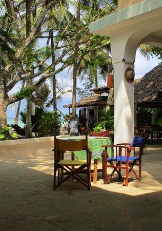 Kenyaways Beach Bed & Breakfast: The Madafoos bar/restaurant at Kenyaways
