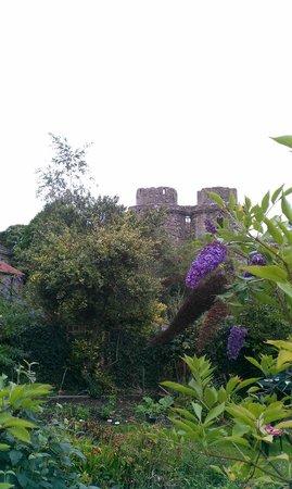 Nunney Castle: Heading to the Castle