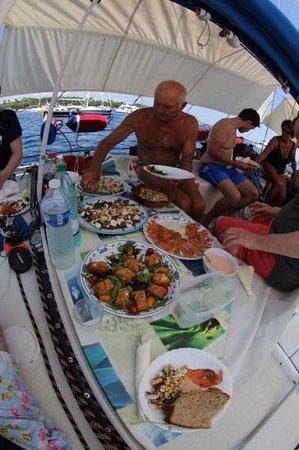 Folly Too : Lunch between Lerins Island