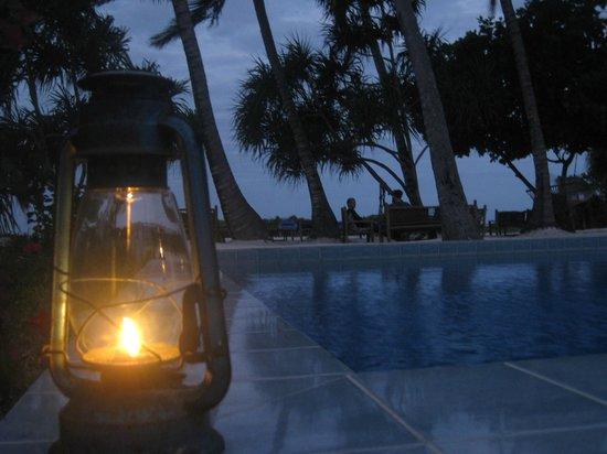 Mchanga Beach Resort: Pool at Night