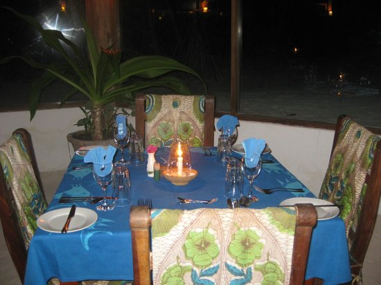 Mchanga Beach Resort: Dining