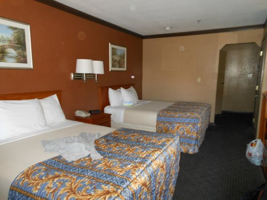 Days Inn Bishop : Comfy double beds