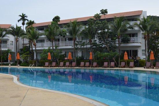 Aonang Villa Resort : Piscine