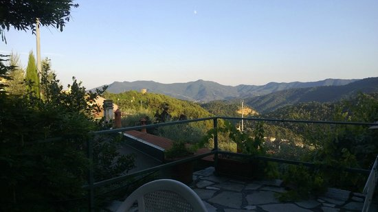 Agriturismo La Crosa: View from terrace (evening)