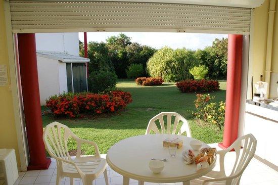 Residence Le Vallon - Primeahotels Guadeloupe: vu de la cuisine