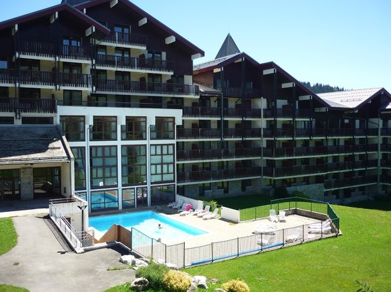 Fa ade cot piscine picture of residence les terrasses for Residence piscine