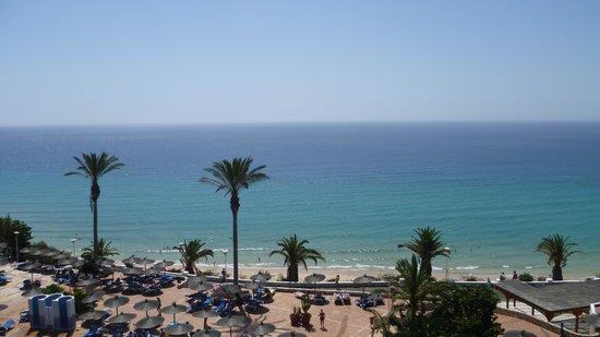 SBH Club Paraiso Playa: vu de la reception de l'hotel sur la plage.