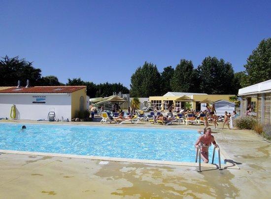Camping Domaine de l'Orée : vue piscine